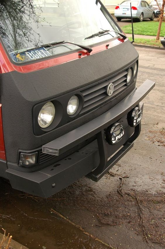 """OLD PARKED CARS.: 1988 Volkswagen Vanagon GL Syncro with """"South Africa Grill."""""""