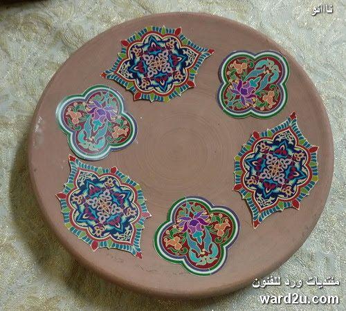 كراكليه و زخارف نباتية على طبق فخار Tableware Plates Handicraft