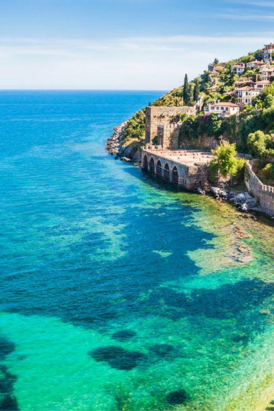 De zon opzoeken in Turkije doe je hieronder ↙ Ontdek de leuke restaurantjes, de prachtige bezienswaardigheden en het bruisende nachtleven! 💃