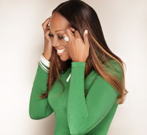 Green smoothies give the body the nutrients it needs in just one cup. Learn how Yolanda Adams' makes her morning green smoothie below! 1/2 GRANNY SMITH APPLE 1/2 BANANA 1 STALK OF CELERY 1/4 CUP OF KALE 1/4 CUP OF SPINACH RELATED: Your Smoothie & Hepatitis A: The Shocking Connection 1/4 CUP OF FRESH PINEAPPLE 1 CUP UNSWEETENED COCONUT WATER (OR MILK) PLACE ALL INGREDIENTS IN EXTRACTOR (MAGIC OR NUTRI BULLET) BLEND UNTIL SMOOTH MAKES 4 SERVINGS