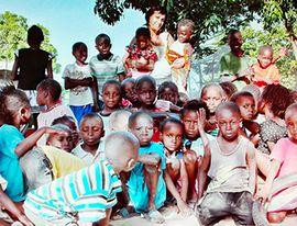 """Insoddisfatti dei regali di Natale? Ecco la """"Cena del regalo riciclato"""" per i bambini africani - Ossola 24 notizie"""