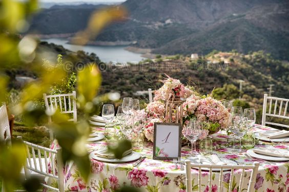 #Mantel #estampado de #Flores ----- Flower print #tablecloth | Goyo #Catering (2014) #boda #wedding #ideas #event:
