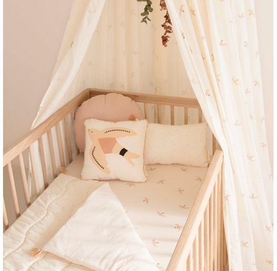 Ciel de lit bébé, source: pinterest