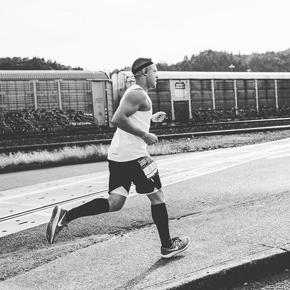 RUN with me this Saturday at 9:00am! On the road to the #NYCMarathon, I'm hosting the @GoGetItLIFE 5K Race at Silver Lake Park in Staten Island, NY. B... - Theo Rossi (@theorossi)