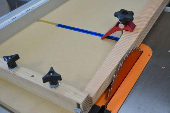 Faire une scie à table pour Jig pieds fuselés et Plus