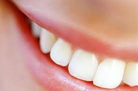 L'officina della bellezza: Come pulire e purificare la pelle e come sbiancare i denti fai da te