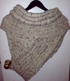 Free Knitting Pattern For Katniss Cowl : Cowls, Catching fire and Fire on Pinterest