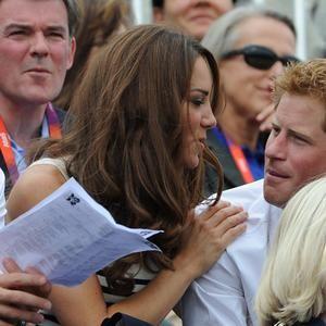 Kate Middleton Y El Príncipe Enrique Más Que Cuñados Amigos Príncipe Enrique Principe Guillermo Kate Middleton