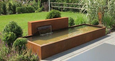 Brunnen und Wasserbecken aus Cortenstahl - Stahl für den Garten - wasserfall im garten modern