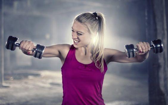 Si querés, ¡podés!¿Te molesta esa grasa que queda colgando del brazo? Hoy te enseñamos cómo deshacerte de ella. Solamente necesitarás 10 minutos por día y en unas semanas verás los resultados. Decile CHAU a esa parte del cuerpo que tanto te molesta con un poco de entrenamiento de bíceps y tríceps.&