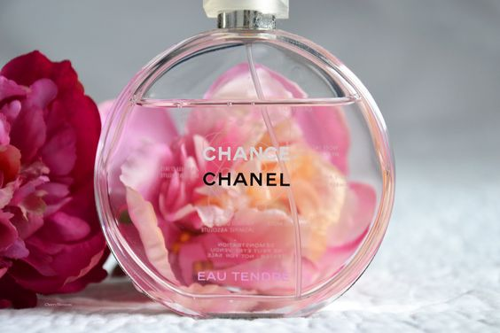 Chance Eau Tendre Chanel. Light fragrance for all year around.