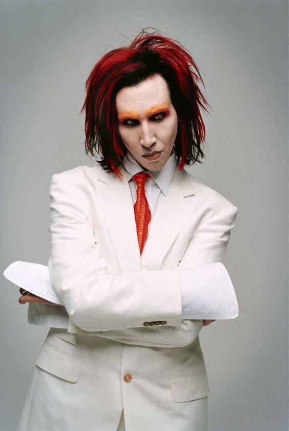 白スーツのMarilyn Manson