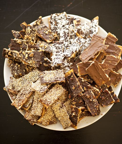 Chocolate caramel matzah, 5 ways--YUMMY www.themodernjewishwedding.com