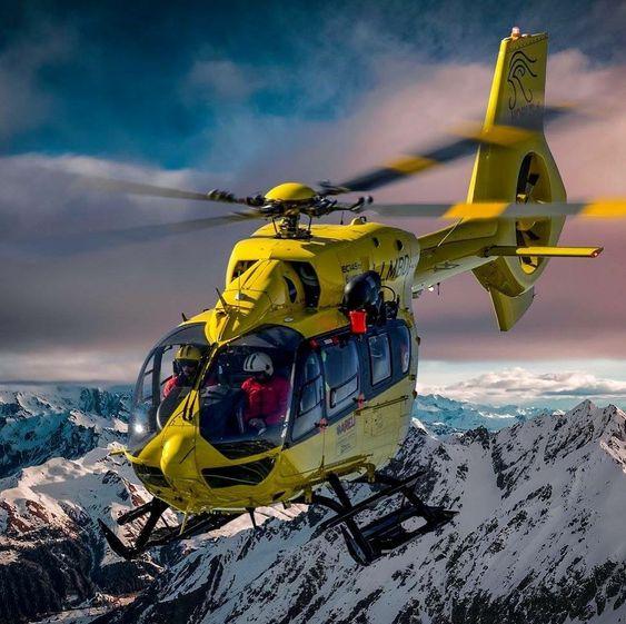 黄色のヘリコプター