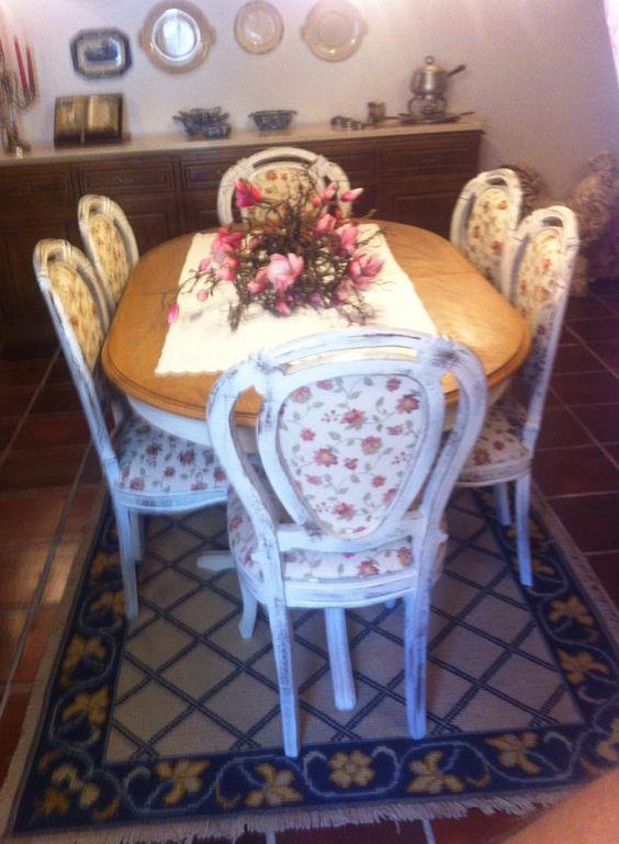 Encomenda especial para a minha mamã! Cadeiras e mesa restauradas por nós...