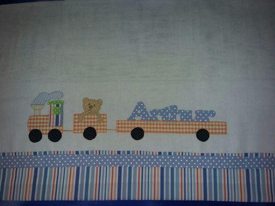 Fraldas personalizadas, aplicação em patchwork com tecido 100% algodão. Seu bebê merece a maciez dessas fraldas.  O nome bordado fica a critério do cliente.  O kit contém uma fralda grande e uma pequena.    O frete e dias de entrega fica a cargo dos correios.