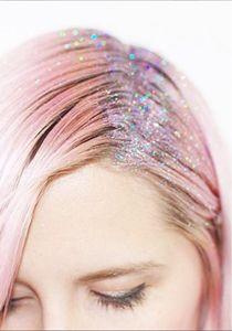 9 Methoden, die den Haaransatz kaschieren (ohne Färben)
