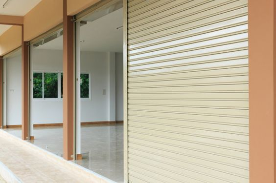 Maintenance and service roller shutter