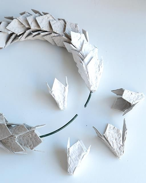 Egg carton wreath eggs wreaths and egg cartons for How to make paper egg trays
