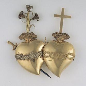 Les deux Coeurs unis de Jésus & Marie : ex-voto en vermeil envoyé à la cathédrale de Chartres par Madame Elisabeth en 1791 pour demander à Notre-Dame la conservation de la foi catholique en France.