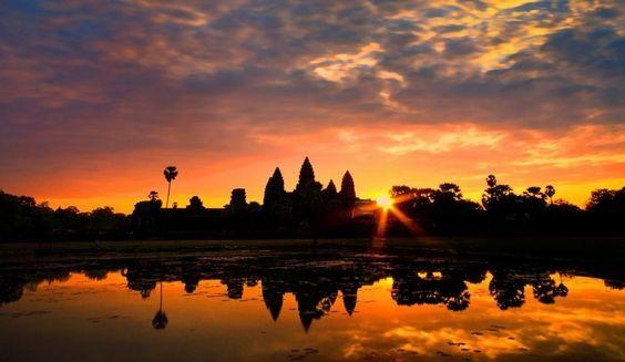 Hình ảnh Angkor Wat đẹp lung linh dưới ánh hoàng hôn mờ ảo