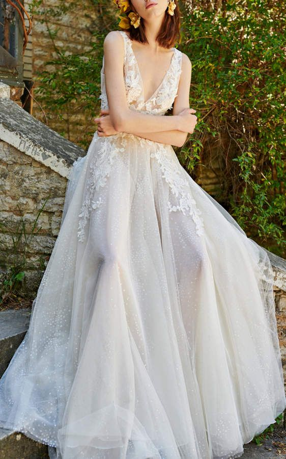 Simple and elegant wedding dress ideas for 2019