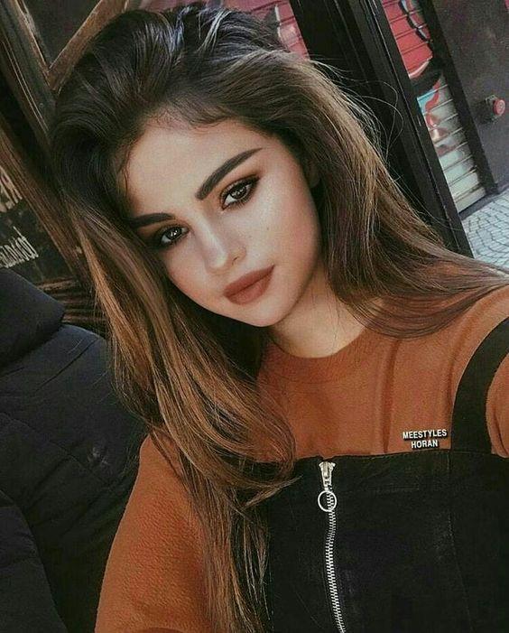 SELENA LOOKIN SEXY IN REDDISH ORANGE LIPS AND LONG HAIR