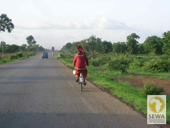A Woman Riding her Bike to Ouagadougou, Burkina Faso   solar-afrika.de