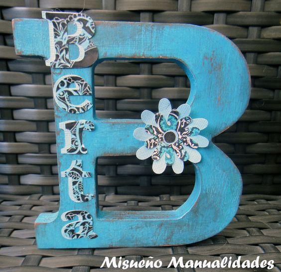 Letra grande de madera vintage en azul turquesa www - Pintura azul turquesa ...