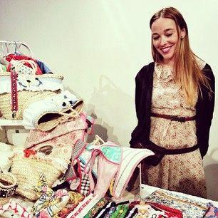Nuestra siempre dulce Beth entre sus @*LittleLia* en el mercado #vintage con @susisweetdress & Co.
