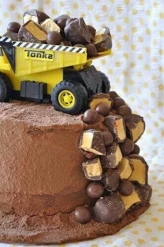 So effective! Perfect little boys birthday cake