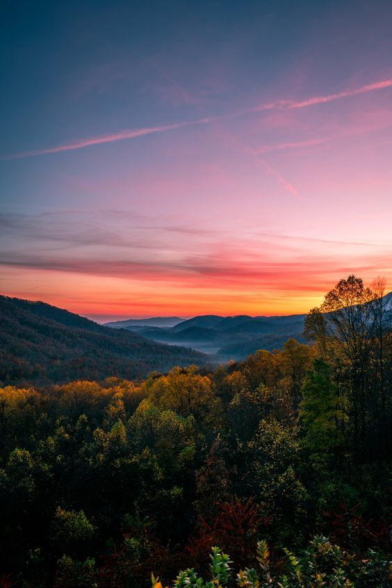 A Beautiful Sunrise In The Great Smoky Mountain National Park Smoky Mountains Photography Mountain Landscape Photography Sunset Landscape Photography