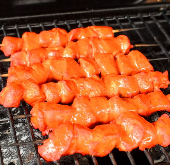 Tandoori Sriracha Chicken Skewers is so tasty and simple- The Spice Kit Recipes (www.thespiekitrecipes.com)