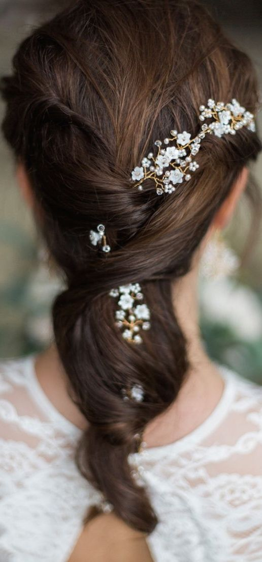 bridal hairstyle jewelery flowers: