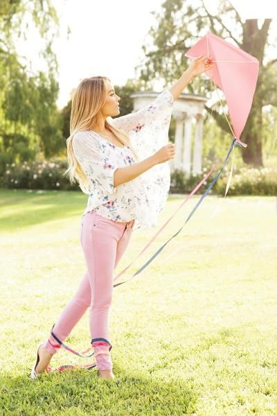 LC Lauren Conrad fall collection {colored pants} this outfit and picture overall couldn't be any more perfect