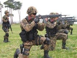 1列に並ぶ自衛隊