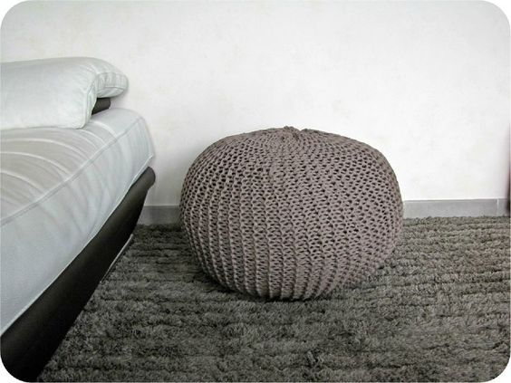 tricot et crochet tags and poufs on pinterest. Black Bedroom Furniture Sets. Home Design Ideas