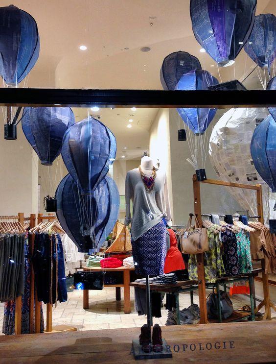 Jeans forever! Símbolo fashion, o jeans merece vitrines exclusivas e inspiram criações curiosas.  Confira a seleção de vitrines da Vitrine Mania feitas para e com jeans. Www.vitrinemania.com.br #vitrine #vitrinismo #visualmerchandising #ideiadevitrine