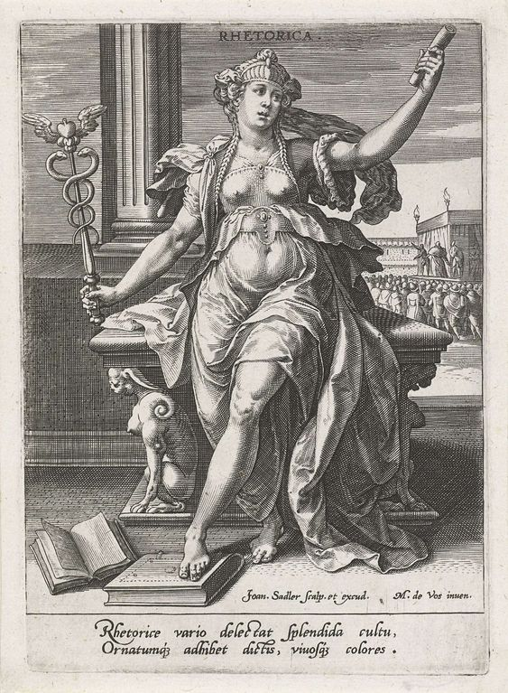 Johann Sadeler (I) | Retorica, Johann Sadeler (I), 1560 - 1600 | De personificatie van retorica met een caduceus in haar hand. In de andere hand een perkamentrol. Op de voorgrond liggen boeken op het gebied van retorica. Op de achtergrond een podium met een toneelvoorstelling. De prent heeft een Latijns onderschrift over de retorica en maakt deel uit  van een zevendelige serie over de zeven vrije kunsten.