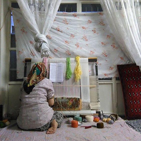 A woman weaving a carpet in a traditional way. #Shahriar #Tehran. Photo by Ali Shams @alishams_photography #everydayShahriar #everydayIran #everydayMiddleEast #everydayAsia #everydayEverywhere  خانمی در حال قالیبافی به روش سنتی. #شهریار #تهران #ایران. عکاس: علی شمس by everydayiran
