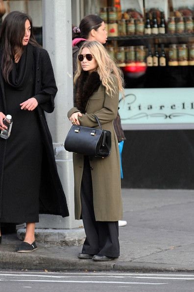 Mary-Kate Olsen Satin Clutch - Mary-Kate Olsen Looks - StyleBistro