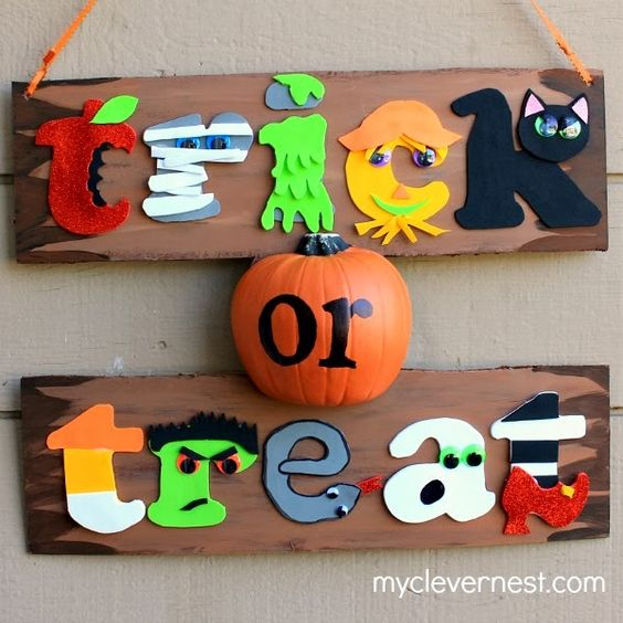 easy, and fun sign, using only foam and googly eyes! #Joann #spookyspaces #myclevernest