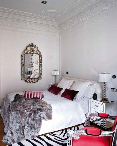 En esta casa, la interiorista Ana Ros ha conseguido unos sofisticados ambientes de esencia parisina en los que cada detalle y pieza destaca por sí mismo, al tiempo que se integra en el conjunto dando...