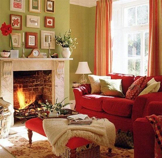 salon calido con sofá burdeos
