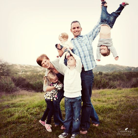 18 family poses. . . love the kid hanging upside down. Perfect for Tatum:)