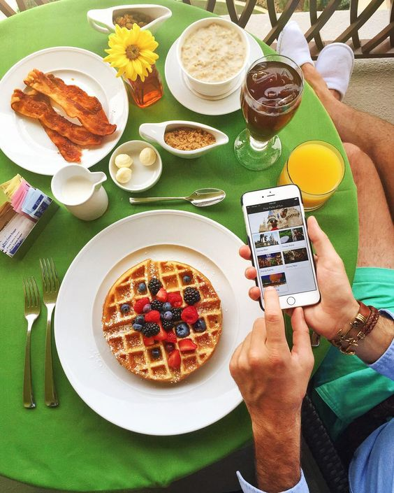 You know your day is off to a good start when your hardest decisions are what to order for breakfast and which Disney theme park to visit  #FSapp #wakeupwithfs @FSOrlando @fourseasons by kjp
