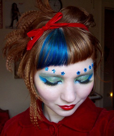 Celestial+makeup @Lavender Adams I also love this blue chunk in bangs. Mmmmm