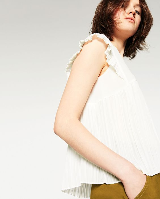 V-NECK PLEATED TOP