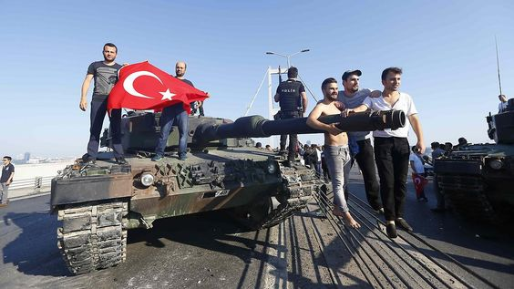 Putschversuch in der Türkei: Erdogan greift beim Militär durch