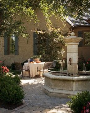 Best French country farmhouse decor - this French courtyard with fountain speaks romance and charm. #frenchfarmhouse #frenchcountry #provence #courtyard #fountain #exterior